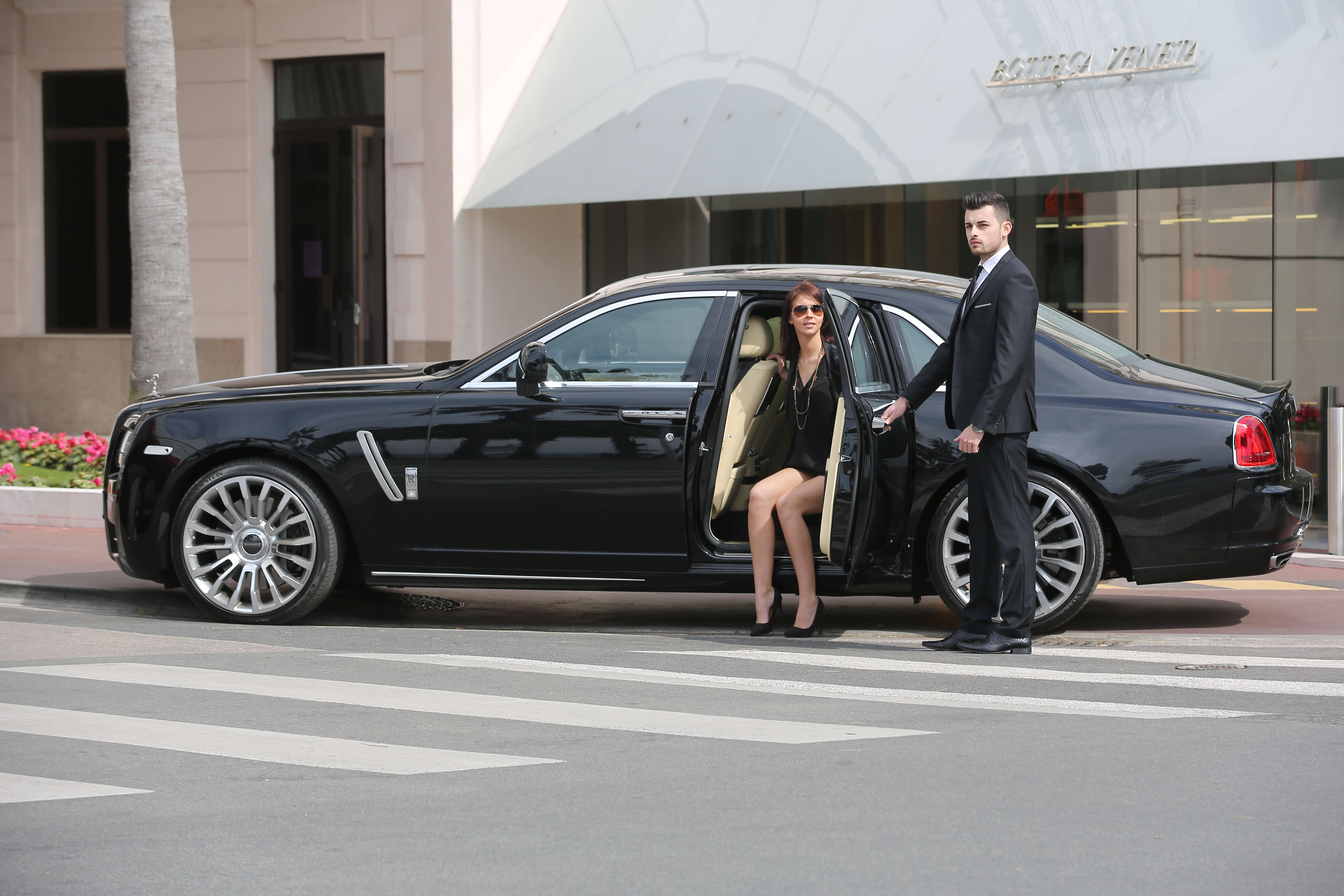 Advantages of Hiring a Chauffeur Car for Airport Transfers and Corporate Events