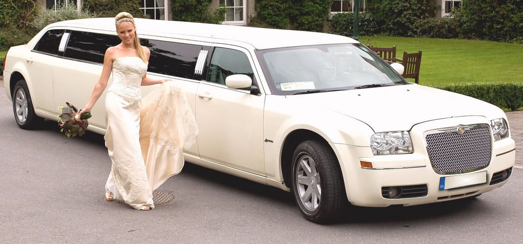 Top 5 chauffeur cars in melboune - Bentley Limousine