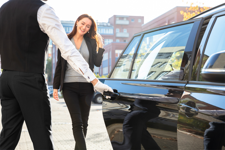 Things you Need to know before Hiring a Chauffeur Car Service in Melbourne